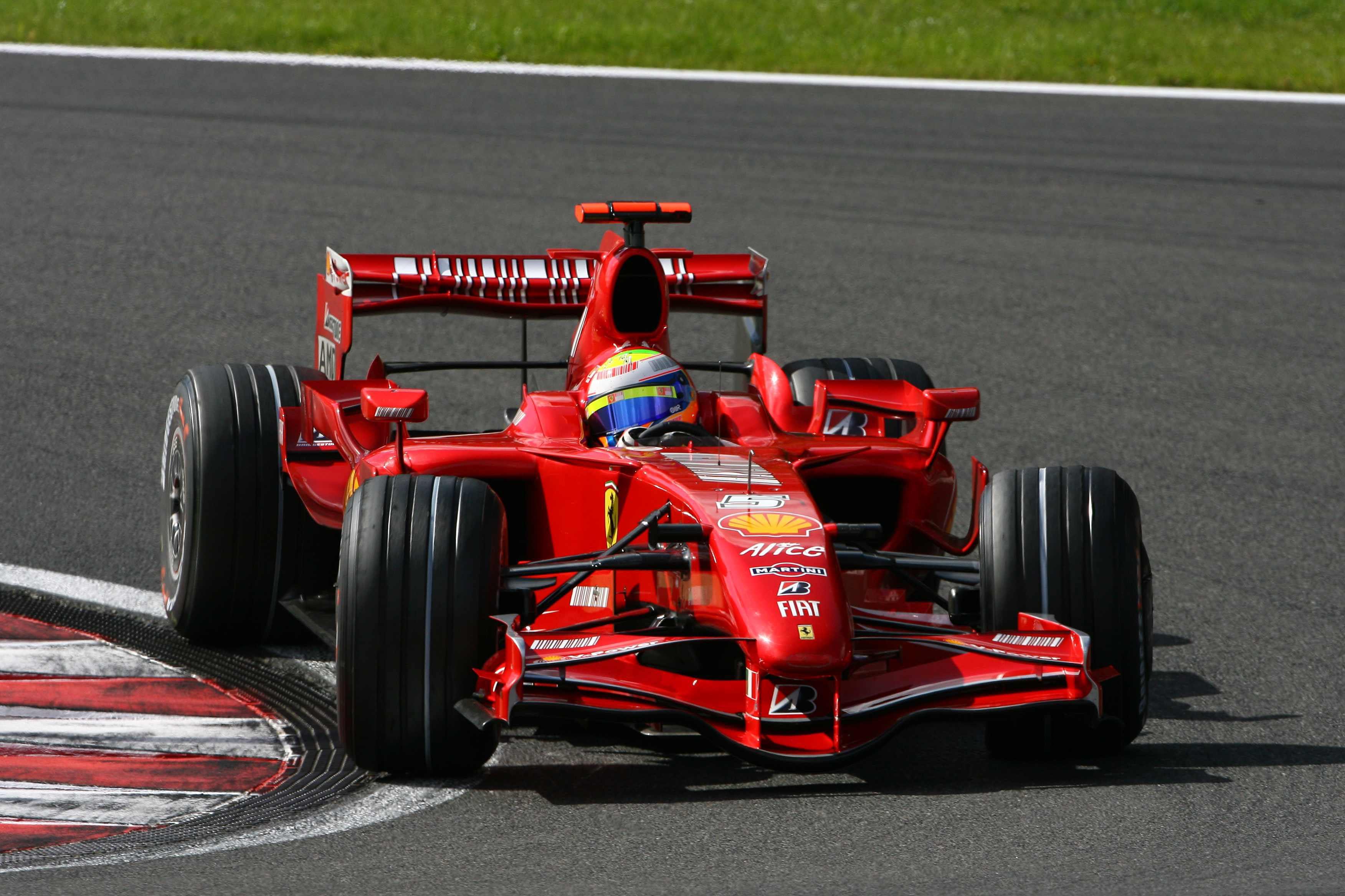 F1 2012 - это новая часть всемирно известной серии гоночных симуляторов