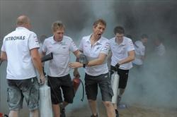 31 feriti per incendio box Williams - Gp Spagna - Incendio box Williams
