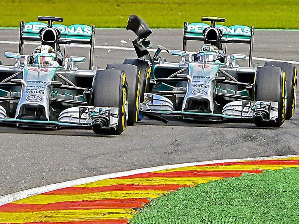 Contatto tra Rosberg ed Hamilton