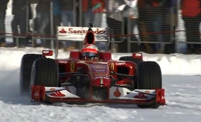 Video: Passeggiata sulla neve per la Ferrari