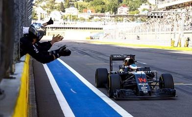 La McLaren andava piano per risparmiare carburante