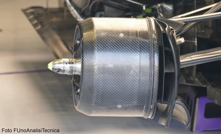 Gp Italia: Mercedes con i cestelli anteriori asimmetrici