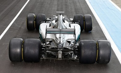 Mercedes prime prove del 2017, anche la Ferrari in pista
