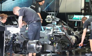 Tecnica: la Mercedes ha un trucco nel telaio per...