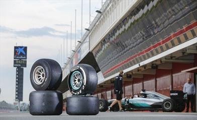 Test pneumatici 2017: In pista la Mercedes