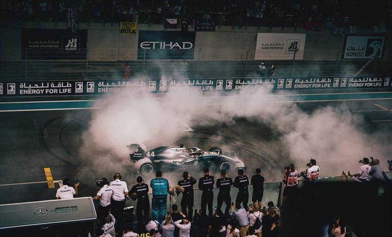 Abu Dhabi: Hamilton il 'vecchio' che vince, Bottas quarto penalizzato dai problemi al DRS