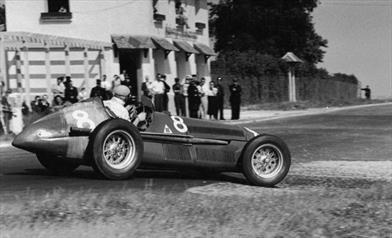 Dai tornanti della storia - Fangio su Alfa Romeo 159