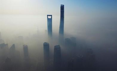 Shangai avvolta dalla nebbia