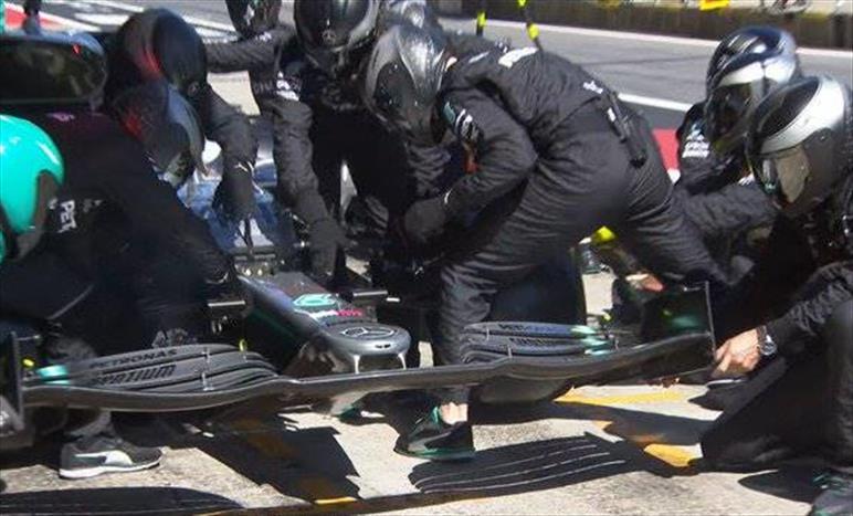Gp d'Austria: strana gara per la Mercedes che si accontenta del podio con Bottas
