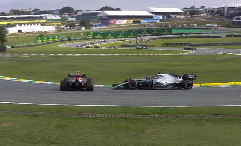 Gp del Brasile: Hamilton rovina una bella gara nel finale colpendo Albon, ritiro per Bottas