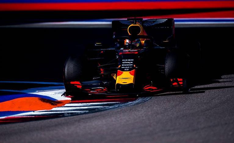 Gp di Russia: Verstappen quarto e Albon quinto in rimonta