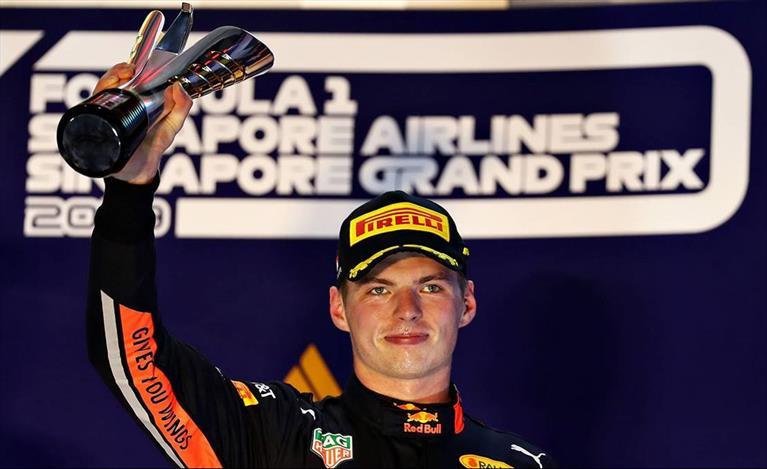 Gp di Singapore: Verstappen sul podio con le Ferrari, Albon sesto