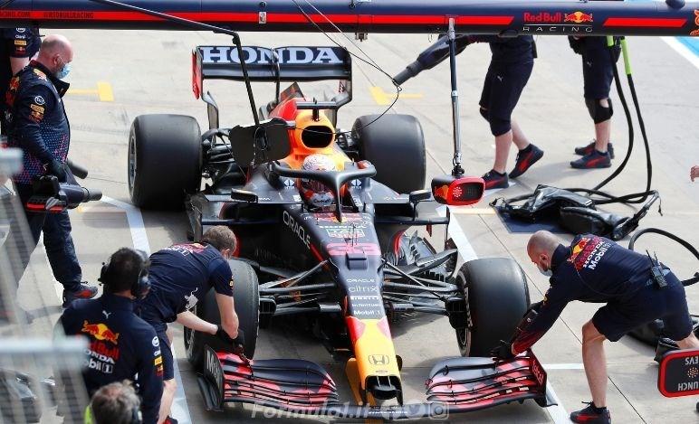 Gp Emilia Romagna - Prove libere - Mercedes davanti, problemi Red Bull