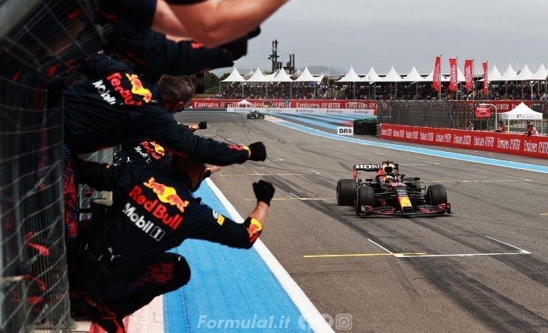 Gp Francia - La Red Bull vola e vince Max Verstappen