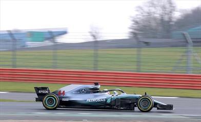 Gp Silverstone: Pole position di Hamilton