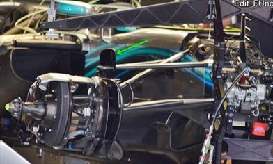 GP SPAGNA - MERCEDES W09: deviatore di flusso sul pivot della sospensione anteriore