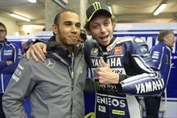 Hamilton sfida Valentino Rossi a Tavullia