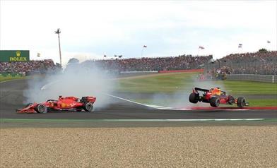 Hamilton vince il Gp di casa, Vettel fuori sync - Hamilton vince il Gp di casa, Vettel fuori sync
