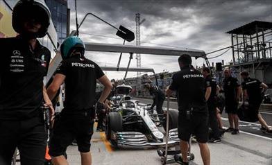 Inizia male il weekend di Bottas, Hamilton teme la Red Bull - Inizia male il weekend di Bottas, Hamilton teme la Red Bull