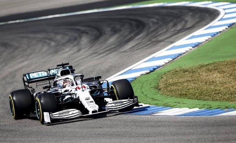 Mercedes: il caldo non fa più paura