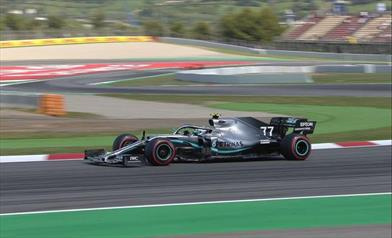 Prima fila tutta Mercedes: Hamilton si arrende ad un Bottas scatenato - Prima fila tutta Mercedes: Hamilton si arrende ad un Bottas scatenato