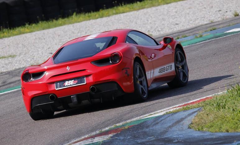 Regala un sogno chiamato Ferrari