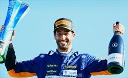 Ricciardo: Surreale vedere il mio trofeo di Monza accanto a quello di Senna