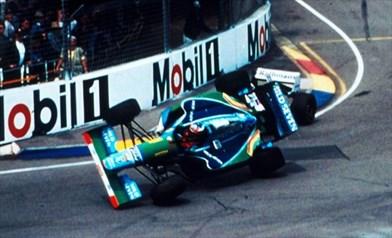 Foto https://cronistoria.altervista.org/f1-1994-schumacher-vs-hill-contatto-mondiale/?doing_wp_cron=1623432627.0415360927581787109375