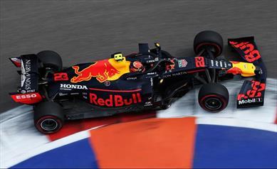 Venerdì in Russia: Verstappen vola, Albon soffre