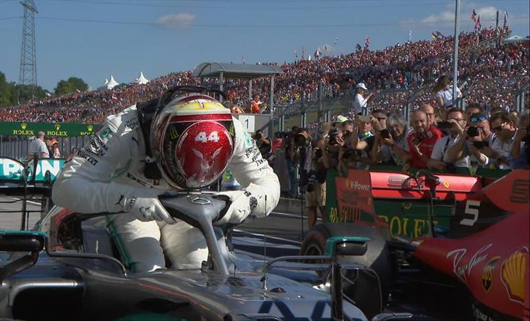 Verstappen si arrende, Hamilton vince in Ungheria